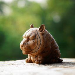 张春明作品 守财虎 雕塑 茶宠 神态逼真 造型有趣 栩栩如生